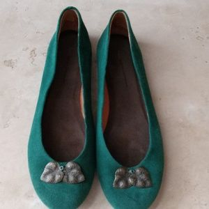 Anthropologie green suede flats 7.5B
